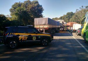 Engavetamento em São Luiz do Purunã bloqueia a BR 277