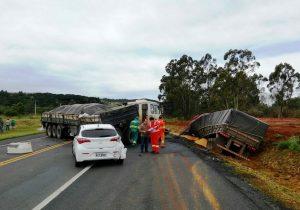 Cinco veículos se envolvem em acidente na BR 277, em Palmeira