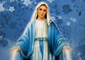 Devoto presta homenagem à Nossa Senhora das Graças