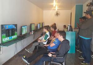 Competição de futebol digital é a atração de sábado em ginásio de esportes
