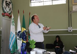Palestra aborda importância de conservação do solo e da água