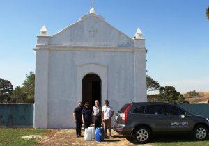 Baston realiza entrega de tintas para pintura da Capela do Senhor Bom Jesus