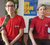 João Carlos Cherobim e Luigi Maciel da Silva nos estúdios da Rádio Ipiranga.