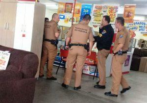 Rapaz de 26 anos é preso dentro da loja Mercado Móveis acusado de estelionato