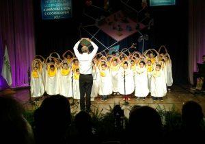 Coro infantil da Escola Ilda Albach representa município na capital