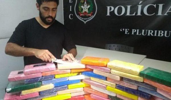Van com placas de Palmeira é apreendida em Santa Catarina com R$ 3 milhões de pasta base de cocaína