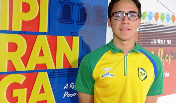 Nadador de Palmeira participa pela primeira vez de competição internacional