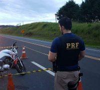 De acordo com Polícia Rodoviária Federal (PRF), não há sinais de que o condutor da moto tenha freado