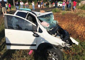 Colisão entre dois carros acaba com duas mortes na BR 277