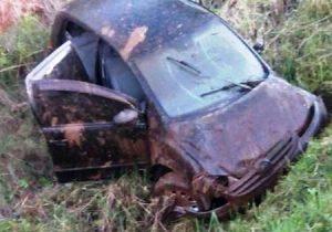Veículo capota na PR 151 e deixa motorista ferido