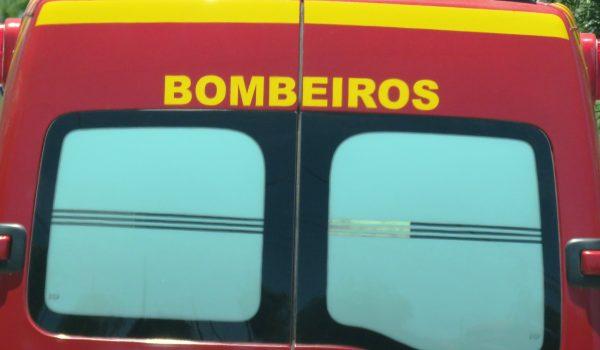Bombeiros atendem colisão entre auto x moto em frente a Posto de Combustível na PR 151