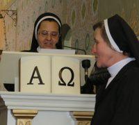 Irmã Leonilda presta homenagem as Irmãs.