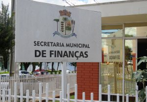 Servidores municipais recebem primeira parcela do 13º salário
