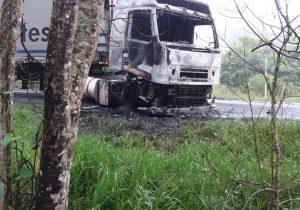 Casal do caminhão incendiado no Benfica foi feito de refém