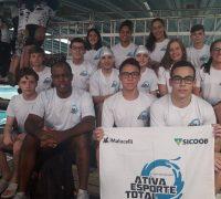Os atletas palmeirenses Idely Krinert de Camargo, João Carlos Cherobim e Luigi Maciel destacaram-se no Torneio sul-brasileiro infanto-juvenil de natação