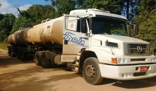 Caminhão abandonado em Palmeira