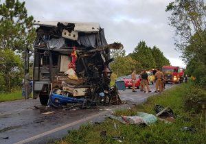 Acidente entre ônibus e caminhão teve vítimas hospitalizadas em Palmeira e Ponta Grossa