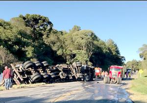Em acidente com caminhões na Serrinha, pista fica interditada por quatro horas