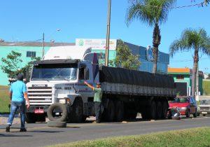 Caminhoneiros paralisam atividades em Palmeira
