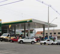 Filas em comércios de combustíveis em Palmeira.
