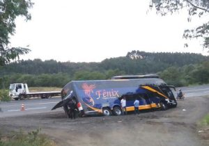 Com disparos de arma de fogo, ônibus com 59 passageiros sofre tentativa de assalto na BR 277, em Palmeira