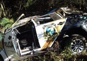 Carro da Polícia Científica sai da pista em Pinheiral de Cima e deixa dois feridos