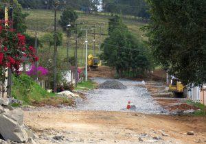 Asfalto na Vila Mayer será feito apenas na frente das residências