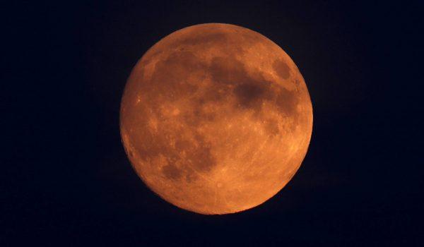Maior eclipse lunar do século acontece nesta sexta-feira (27)