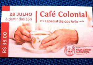 Missa e café colonial para os avós