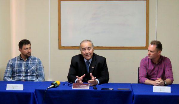 Advogado, prefeito e vice falam sobre investigação de perfil falso