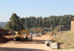 Conclusão do asfalto na Daniel Mansani inclui rotatória