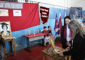 Exposição aborda história dos colégios e escolas do município