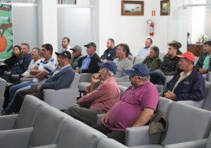 Agricultores participam de palestra sobre controle de pragas nas culturas