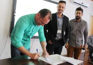 Prefeito Edir assina autorização para abertura de licitação de reforma do Cine Teatro