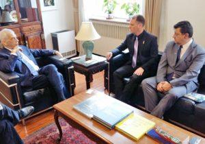 Prefeito Edir e secretário visitam embaixador do Brasil em programação na China