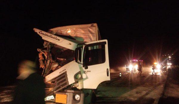 Colisão entre caminhões deixou a BR 277 interditada por mais de duas horas