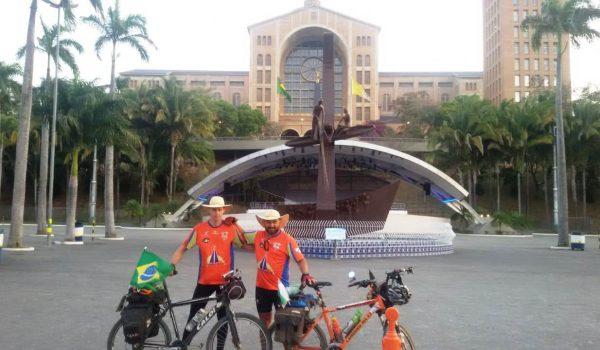 Cheios de fé e gratidão, ciclistas de Palmeira chegam à Basílica de Aparecida