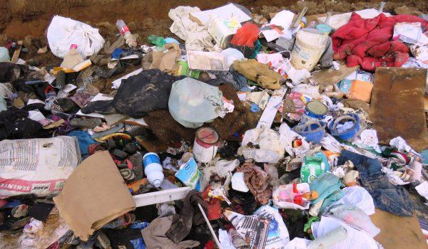 Descarte irregular de resíduos volta a acontecer no Distrito Industrial