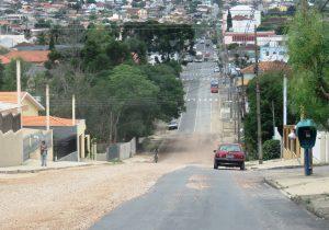 Atraso nas obras de pavimentação da XV de novembro gera insatisfação em moradores