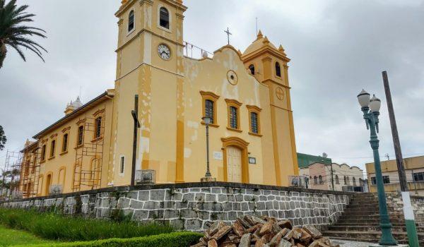 Paróquia inicia campanha de arrecadação de pedras para calçada em torno da Igreja Matriz