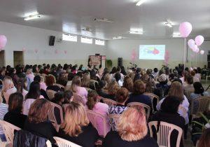"""""""Tarde Rosa"""" reúne mais de 200 mulheres e finaliza as atividades do mês de Outubro"""