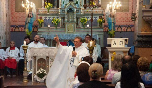 No 6º dia da novena, padre Naves destaca os desafios de servir em uma paróquia missionária