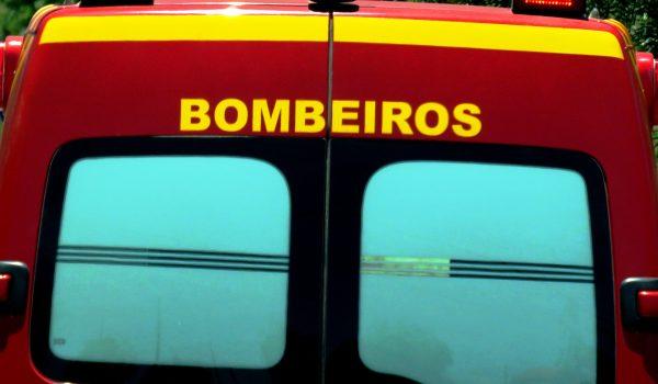 Bombeiros atendem acidente de trabalho em mercado
