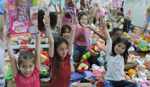 Campanha entre AMAS e ACIP arrecada mais de 400 brinquedos