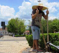 José Cesar de Paula recebeu a incumbência de fixá-los nos lugares determinados.