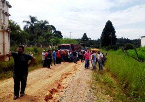 Moradores bloqueiam estradas rurais pedindo melhorias
