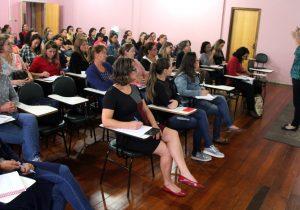 Profissionais da Educação recebem capacitação sobre processo de avaliação por habilidades e competências
