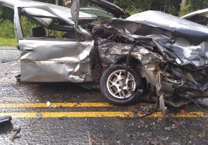 Carro parte ao meio e jovem palmeirense morre em acidente na PR 151, em Palmeira
