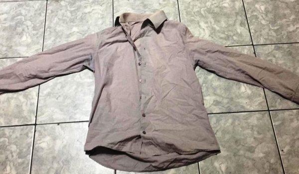 Ladrão comete furto e esquece camisa dentro da residência