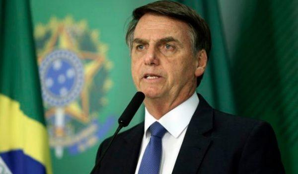Bolsonaro anuncia fim do Horário Brasileiro de Verão
